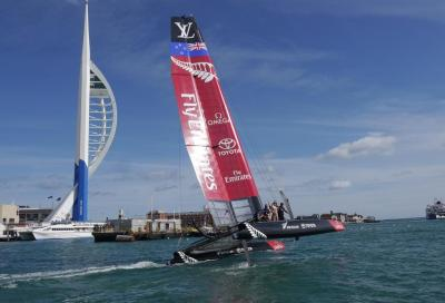 Emirates Team New Zealand in acqua a Portsmouth