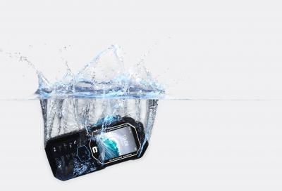 SHARK-X3 telefono stagno e galleggiante