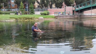 I marinai di Milano ripuliscono la darsena dalle alghe