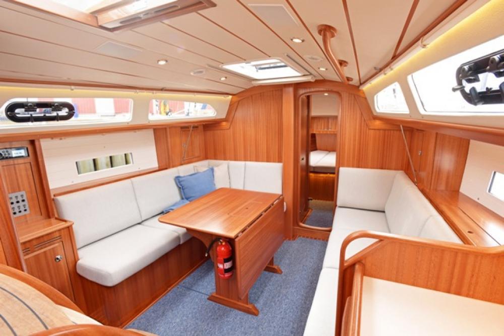 Hallberg-Rassy 340, una piccola per grandi navigazioni in