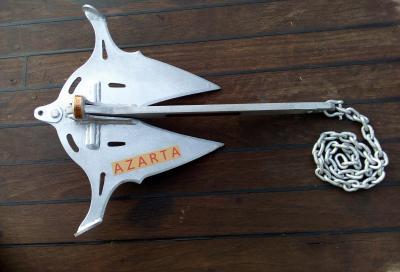 Azarta, l'àncora a marre articolate per ormeggiare in rada in sicurezza totale