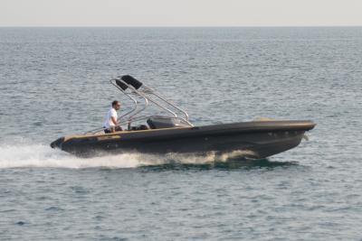WAVE BOAT Z7, il gommone con la moto d'acqua