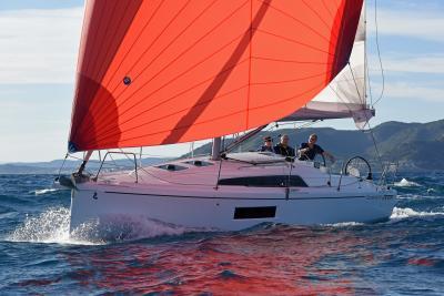 Test Oceanis 30.1 vincitore dell'European Yacht of the Year, come naviga: pregi e difetti