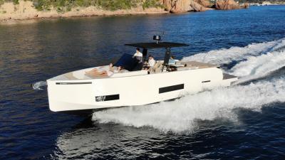 Test De Antonio D42: come naviga la barca con i fuoribordo a scomparsa
