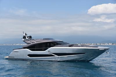 AB Yachts 80, velocità ed eleganza