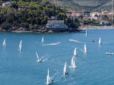 Lo Yacht Club Santo Stefano in piena attività tra regate e scuola di vela
