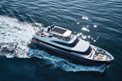 Test Azimut Magellano 25: quando l'arte sale a bordo
