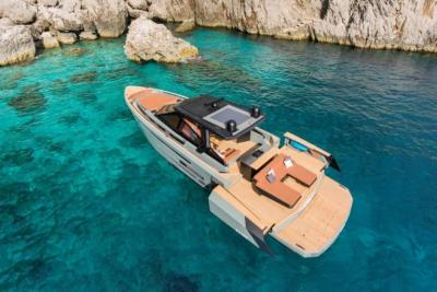 Arriva il terzo Evo R6, party boat totalmente custom