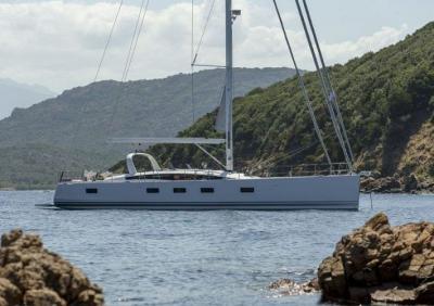 Floating Life vende il superyacht Amandine, un Jeanneau 64 del 2015