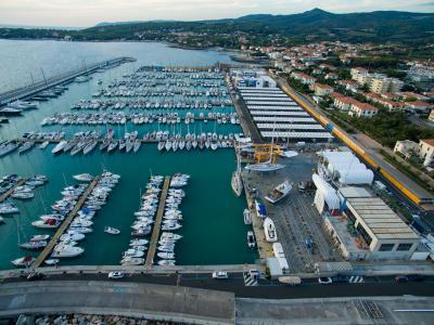 Marina Cala de' Medici, la vendita dei beni della società che lo costruì