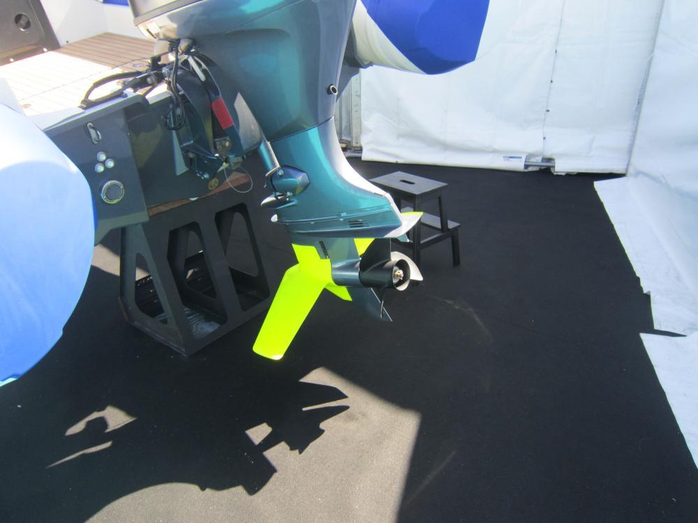 I foil sono stati aggiunti anche al piede del motore fuoribordo.